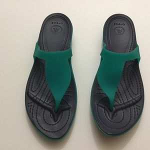 Crocs navy blue & green flip flops size 11